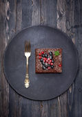 Chocolate cake brownie with summer berries — Stock Photo