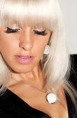 Porträt einer schönen blonden frau — Stockfoto