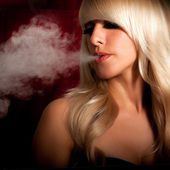 Woman smokes a hookah — Stock Photo