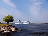 HELSINKI, FINLAND-AUGUST 18: Silja Line ferry sails from the port of Helsinki, Finland August 18 2013.Paromy Silja Line of regular flights between Helsinki and Stockholm — Stockfoto