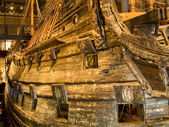 STOCKHOLM - JULY 24: 17th century Vasa warship salvaged from sea at museum in Stockholm — Stockfoto