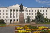 Monument of Lenin on the Lenin Square in Pskov, Russia — Stock Photo