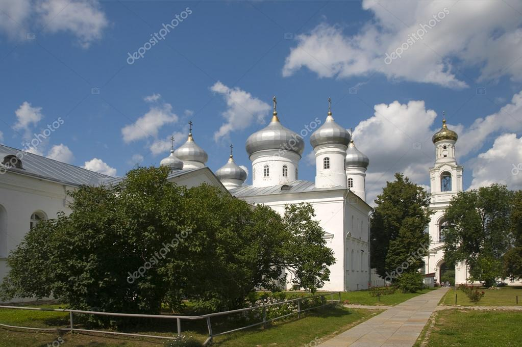 The Saviour Cathedral Yuriev Monastery. Veliky Novgorod — Stock Photo #13867375