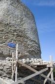 Izborsk Fort. Ui toren op het gebouw. — Stockfoto