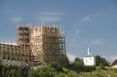 Izborsk fortress. Talavskaya tower under repair — Stock Photo