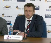 Cska ホッケー クラブ ヴャチェスラフ butsaev 試合後の記者会見のヘッドコーチ — ストック写真