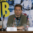 Постер, плакат: Hugo Ariazu at a press conference on the festival of extreme sports