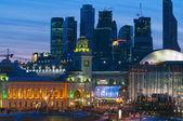 Moscow nigh. Kievsky train station — Stock Photo