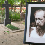 Постер, плакат: Grave of writer Alexander Solzhenitsyn