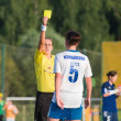 Referee shows a yellow card football players — Stockfoto
