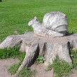 Veliky Novgorod. Snail on a tree stump. Carving — Stock Photo