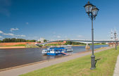 River pleasure boat on the Volkhov river in Veliky Novgorod — ストック写真