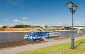 River pleasure boat on the Volkhov river in Veliky Novgorod — Stock Photo