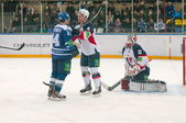 Defender Mojzis Tomas (Slovan 6) defends goalie — Stock Photo