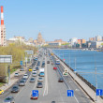 Traffic flow freely on Berezhkovskaya Embankment of Moscow River — Stock Photo #45558077