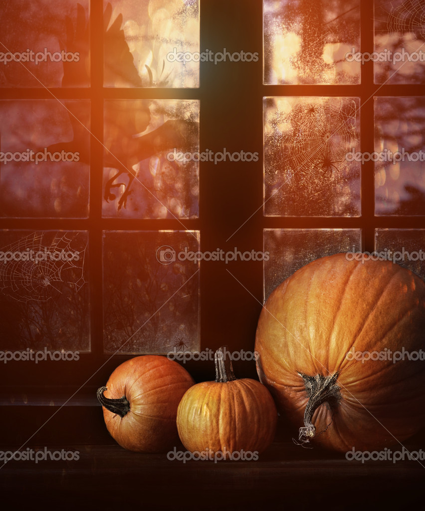 Different sized pumpkins in window for Halloween night — Stock Photo #13169005