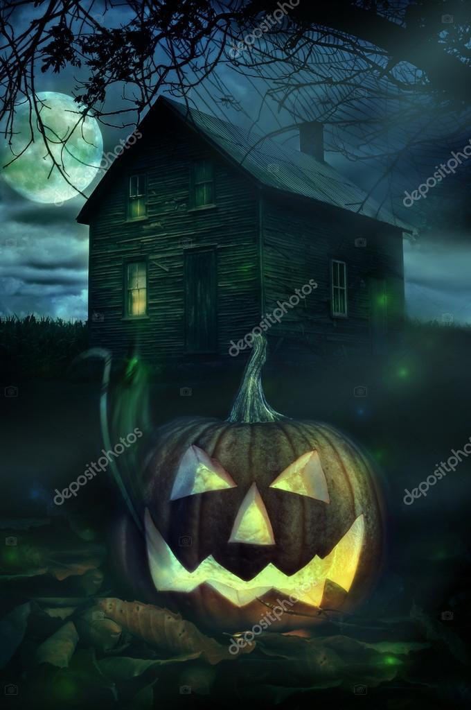 Big Halloween pumpkin in front of a Spooky house — Stock Photo #13242293