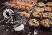 Freshly baked raisin and oatmeal cookies — Stock Photo