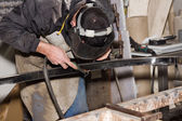Man working with steel — Stockfoto