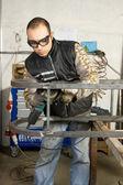 Man aan het werk met staal — Stockfoto