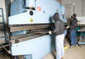 Men working with steel — Stockfoto