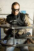 çelik ile çalışan adam — Stok fotoğraf