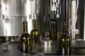 Automatic bottling in bottles — Stock Photo