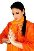 Indisk flicka be. — Stockfoto