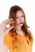 девушка показаны витамин таблетки. — Стоковое фото