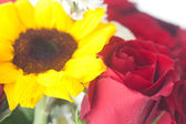 Bouquet of red roses and sunflower in a vase — Stok fotoğraf