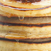 Background of pancakes and honey — 图库照片