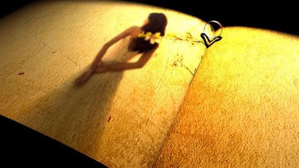 Heartshadow con anillos en un libro — Vídeo de stock
