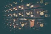 Nummerierte braune holzkisten — Stockfoto