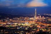 Skyline of Xinyi District in downtown Taipei, Taiwan — Stock Photo