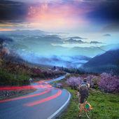 自転車に乗って素敵な背景を持つ — ストック写真