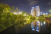 Gebouw 's nachts — Stockfoto