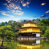 Het gouden paviljoen (kinkakuji tempel) in kyoto, japan — Stockfoto