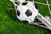 サッカー ボールと目標ネット — ストック写真