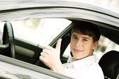 青少年在一辆车 — 图库照片