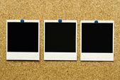 Kork-hintergrund mit leeren rohlinge von polaroid — Stockfoto