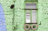 Vintage fenêtre avec mur vert — Photo