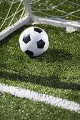 Fotboll och netto målet — Stockfoto