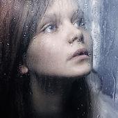 Mirando la lluvia — Foto de Stock
