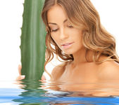 Lovely woman with aloe vera — Stock Photo