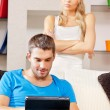 pareja con tablet pc — Foto de Stock