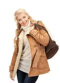 Kvinna i fårskinn jacka — Stockfoto