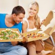Romantic couple eating pizza at home — Stockfoto