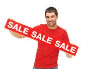 Knappe man met verkoop teken — Stockfoto