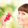 Beautiful housewife with radish — Stockfoto