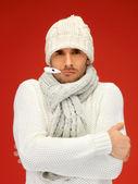Uomo malato con termometro in bocca — Foto Stock